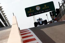 Hamilton, multado con 1.000 euros por correr demasiado en el 'pit lane'