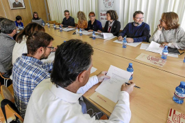 Ayuntamiento y agentes turísticos de Sant Josep acuerdan avanzar a abril la temporada