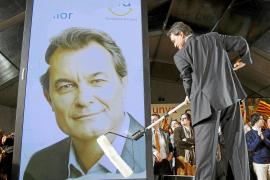 CiU ganaría las elecciones catalanas a nueve escaños de la mayoría absoluta