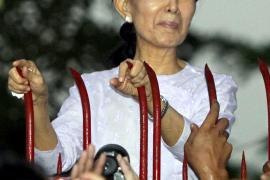 """Aung San Suu Kyi pide """"unidad"""" a los birmanos"""