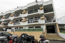 Los dueños del edificio ses Roques denuncian las tretas del administrador