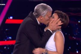 Chenoa se ha 'cobrado' un buen besazo de Pablo Puyol