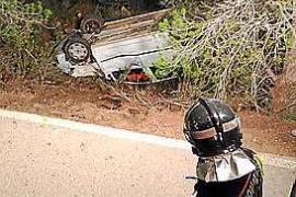 Un hombre de 75 años está grave tras volcar su coche en Cala Vadella