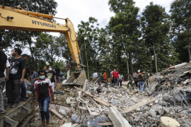 Al menos 92 muertos y casi 500 heridos tras un terremoto en Indonesia