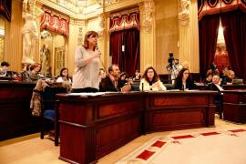 Armengol asegura que el Govern trabaja en alargar la temporada turística y atajar la precariedad