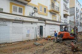 Retomadas con vigilancia policial las obras en la calle Barcelona de Ibiza tras ataques a los operarios