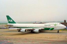 Un avión con 48 pasajeros se estrella en Pakistán