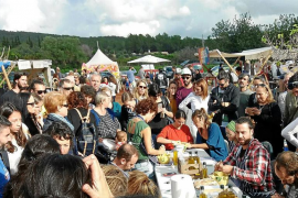 Gran afluencia de público en el I Alliolis Festival del Mercado de Forada