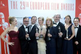 La alemana 'Toni Erdmann' arrasa en la noche del cine europeo, en la que la española 'Julieta' se fue de vacío