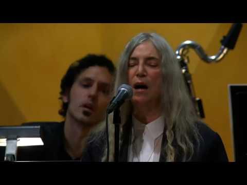 Patti Smith eclipsa con su humanidad la ausencia de Bob Dylan en la ceremonia de los Nobel