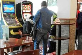 Herido grave tras ser cosido a cuchillazos en un bar de Sant Antoni por un comentario xenófobo