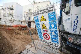 Los operarios retoman las obras de la calle Barcelona bajo vigilancia policial