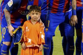Messi hace realidad el sueño de Murtaza Ahmady, el chico de la camiseta de plástico del '10'