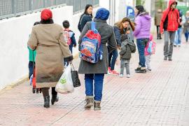 Educació y varios municipios redistribuyen a los alumnos inmigrantes para evitar guetos