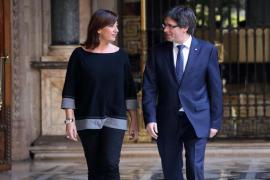Armengol pide a Rajoy afrontar el conflicto con Cataluña con «política y diálogo»