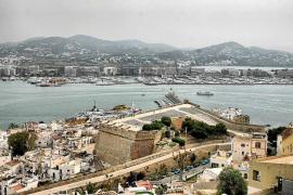 Las patronales de Ibiza defenderán la prohibición de los pisos turísticos