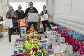 600 regalos, 15 espectáculos y kilos de ilusión en la fiesta de Navidad de Apneef