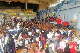 Alrededor de 500 estudiantes participan en una diada de voleibol