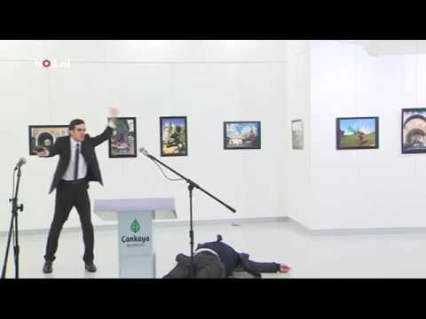 Matan de un disparo al embajador ruso en Turquía durante la visita a una exposición