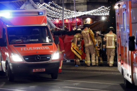 Un camión arrolla un mercado navideño en Berlín y deja nueve muertos y varios heridos