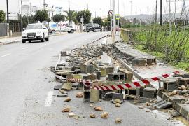 El temporal deja inundaciones en Cala de Bou, arranca árboles y tumba muros