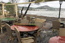 Las fuertes lluvias inundan locales y sótanos en Vila