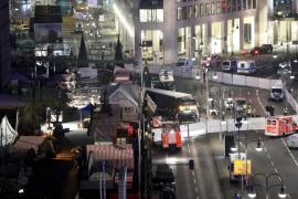 La Policía de Berlín dice que el conductor empotró intencionadamente el camión contra el mercado