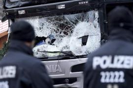 El camión pudo ser robado en Berlín poco antes del ataque y su conductor muerto de un disparo