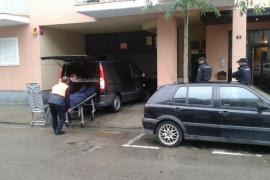Tres niños conviven más de un día con su madre muerta en un piso de Palma