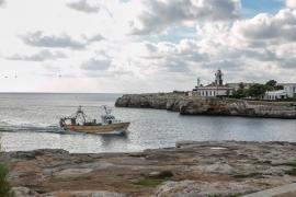 El Govern fija paros semanales a los pescadores durante seis meses