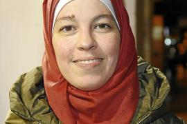 Comunidad musulmana e instituciones apoyan el uso del hiyab en el trabajo