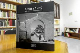 La sociedad ibicenca de 1960 recogida en un libro de fotografías