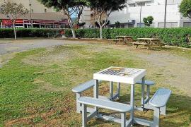 Vila instala mesas de juego en dos zonas del barrio del Eixample
