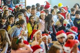 Los colegios de Ibiza despiden las clases dando la bienvenida a la Navidad