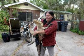 Mary Thorn junto a su cocodrilo Rambo