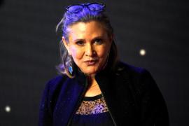 La actriz Carrie Fisher sufre un ataque al corazón en un avión