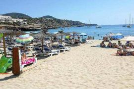 Sant Josep cierra el año con 30 expedientes por sobreocupación y abusos en las playas