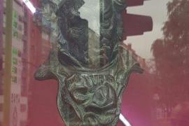 Los hermanos Bajo Ulloa tratan de vender su premio Goya en una tienda de segunda mano