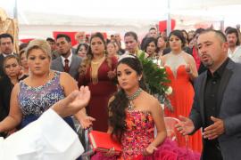 Miles de personas acuden a la fiesta de los 15 años de la mexicana Rubí