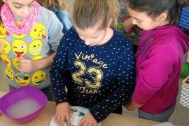 Sant Antoni celebra un taller de bromas con motivo del Día de los Santos Inocentes