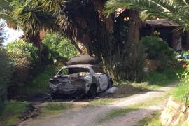 Investigan el incendio de un coche deportivo en Sant Antoni