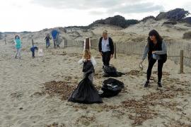 Batidas vecinales por unas playas limpias