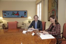 Armengol tratará con el ministro de Fomento la tarifa plana de vuelos y el descuento de residente
