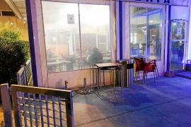 Vila inicia una campaña para evitar que se fume en las terrazas cerradas