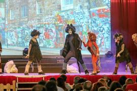 El rugido de 'El Rey de la sabana' retumba con éxito entre el público infantil de Ibiza