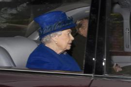La reina Isabel II reaparece en público después de varios días convaleciente