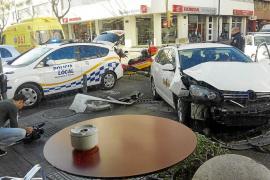 Cuatro heridos leves en un aparatoso choque en la avenida Ignasi Wallis