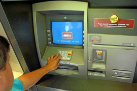 La concentración bancaria cierra en sólo ocho años 400 oficinas en las Islas