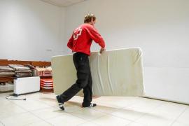 Crecen las peticiones para el refugio de los sin techo que permanecerá abierto hasta hoy