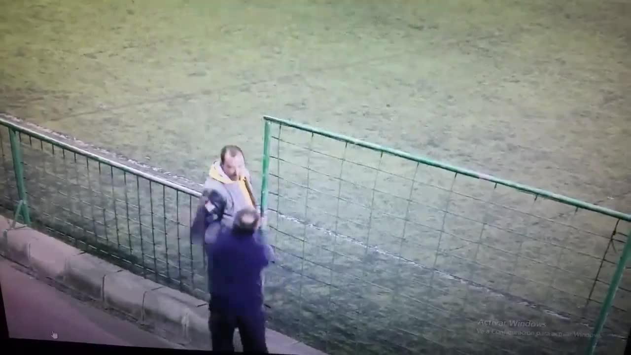 Brutal pelea entre dos padres en un partido de juveniles en Canarias